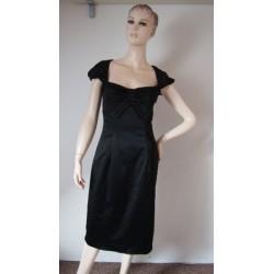 Pružné černé saténové šaty...
