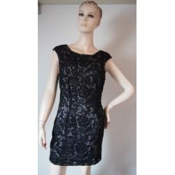 Lipsy černé krajkové šaty V.38