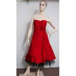Debut rudé společenské šaty...