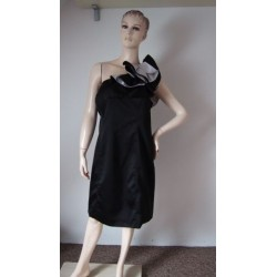 Černé saténové šaty najedno...