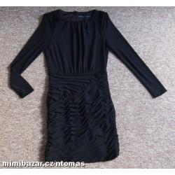 Pružné černé šaty ZARA...